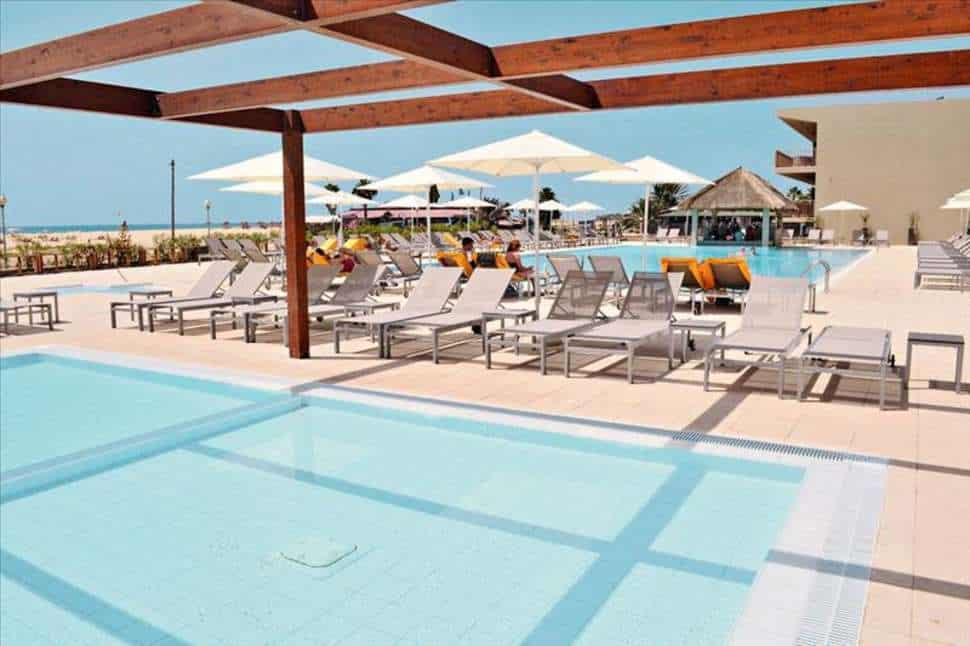 Zwembad van Oasis Salinas Sea in Santa Maria, Sal, Kaapverdië