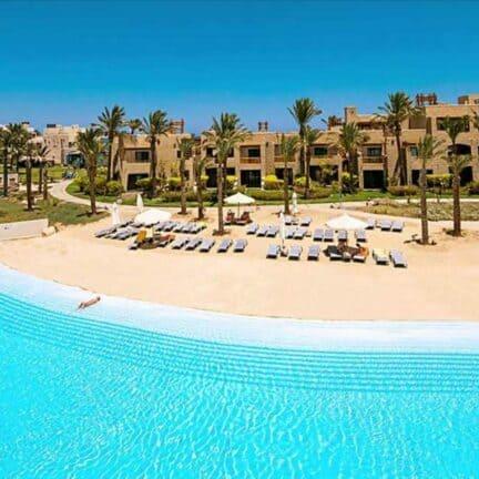 Zwembad van Red Sea Siva Port Ghalib in Marsa Alam, Rode Zee, Egypte