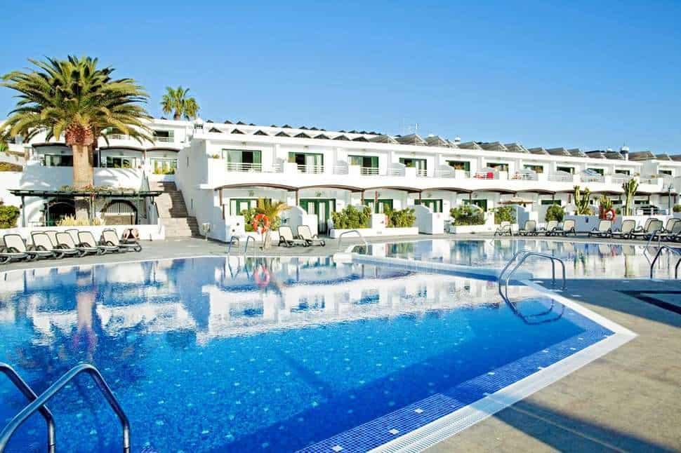 Zwembad van Relaxia Lanzaplaya in Puerto del Carmen, Lanzarote, Spanje