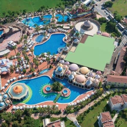 Zwembaden van Kamelya K Club in Colakli, Antalya, Turkije