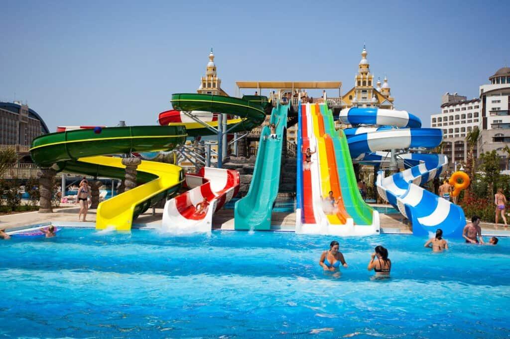 Glijbanen van Royal Holiday Palace in Lara Beach, Turkse Rivièra, Turkije