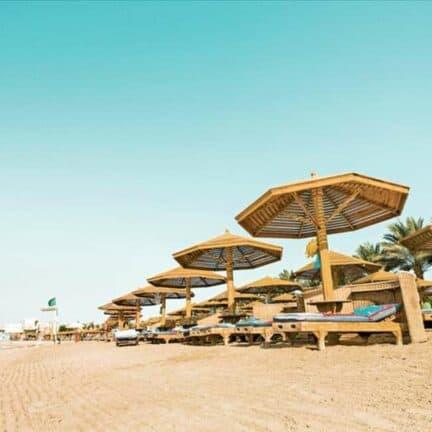 Strand van Sunrise Royal Makadi Aqua Resort in Hurghada, Rode Zee, Egypte