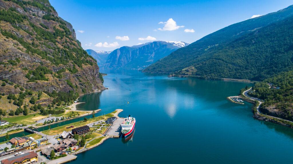 Uitzicht over de fjorden bij Flam, Noorwegen
