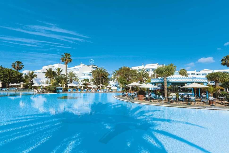 Zwembad van Seaside Los Jameos Playa in Puerto del Carmen, Lanzarote, Spanje