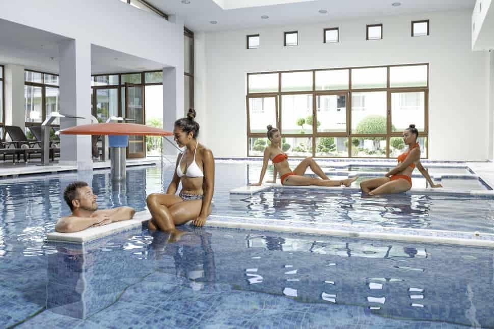 Binnenzwembad van Blue Lagoon Resort in Lambi, Kos, Griekenland