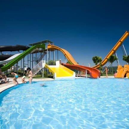 Glijbanen van Saturn Palace Resort in Lara Beach, Turkse Rivièra, Turkije