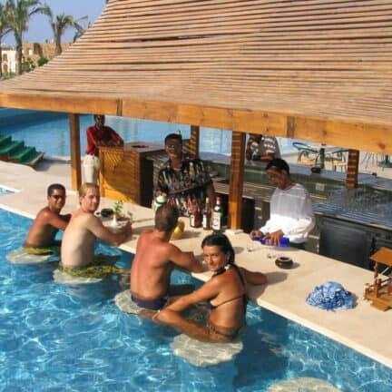 Poolbar van Brayka Bay Resort in Marsa Alam, Rode Zee, Egypte
