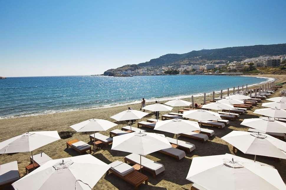 Strand van Alimounda Mare in Karpathos-Stad, Karpathos, Griekenland