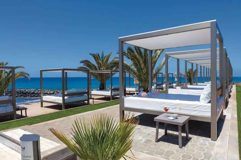 Strandbedden van RIU Palace Tenerife in Costa Adeje, Tenerife, Spanje