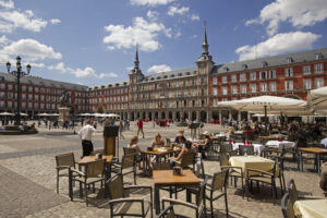 Terras op Plaza Major in Madrid, Spanje