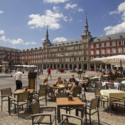 terras plaza major madrid spanje