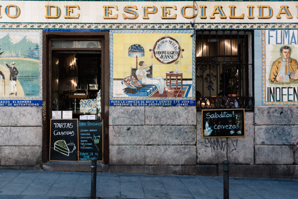 Typische bar in de wijk Malasaña in Madrid, Spanje