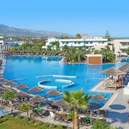 Zwembad van Blue Lagoon Resort in Lambi, Kos, Griekenland