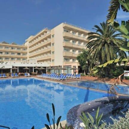 Zwembad van Globales Santa Ponsa Park in Santa Ponsa, Mallorca, Spanje