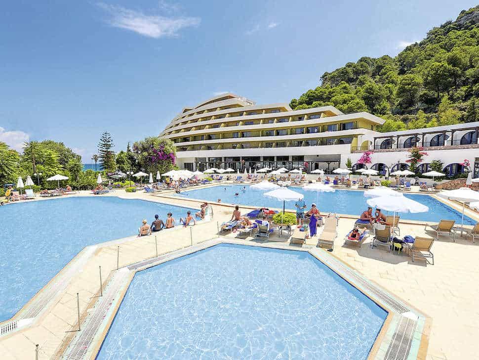 Zwembad van Olympic Palace Resort in Ixiá, Rhodos, Griekenland