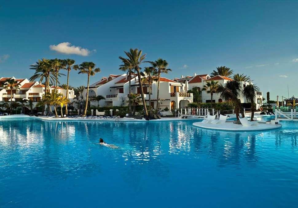 Zwembad van Parque Santiago III in Playa de las Américas, Tenerife, Spanje
