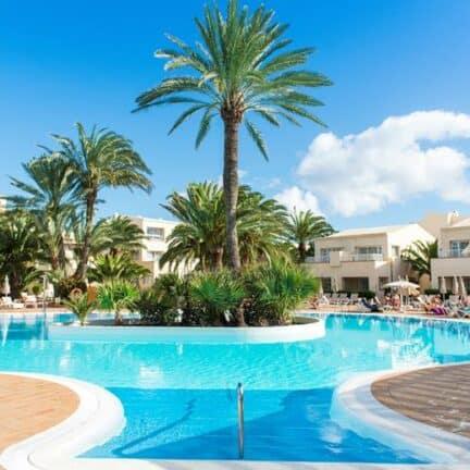 Zwembad van Riu Oliva Beach Resort in Corralejo, Fuerteventura, Spanje