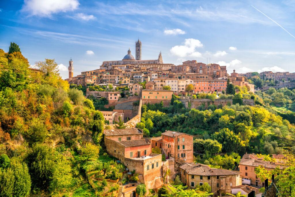 Siena op een heuvel in Toscane, Italië
