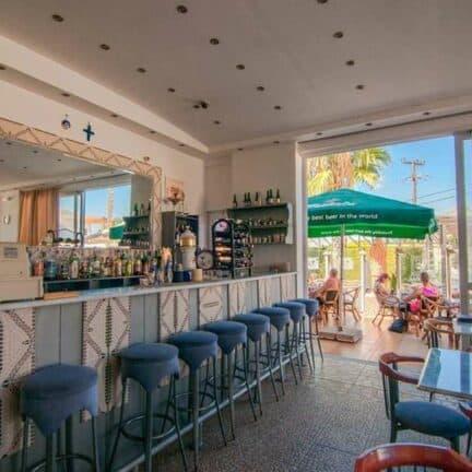 Bar van Aparthotel Valsami in Kremasti, Rhodos, Griekenland