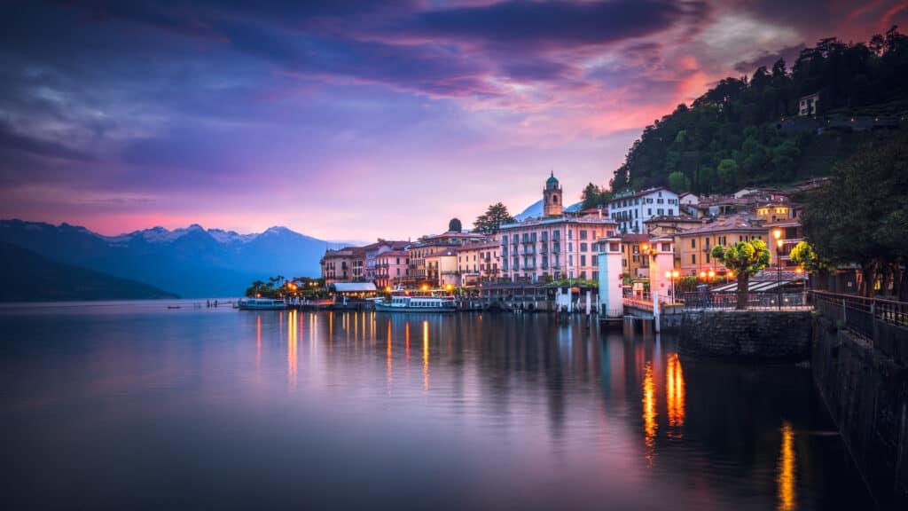 Zonsopgang over Bellagio aan het Comomeer