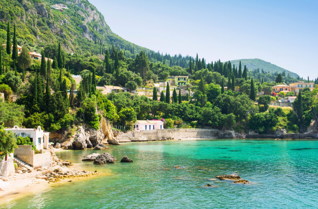 Baai van Paleokastritsa op Corfu, Griekenland
