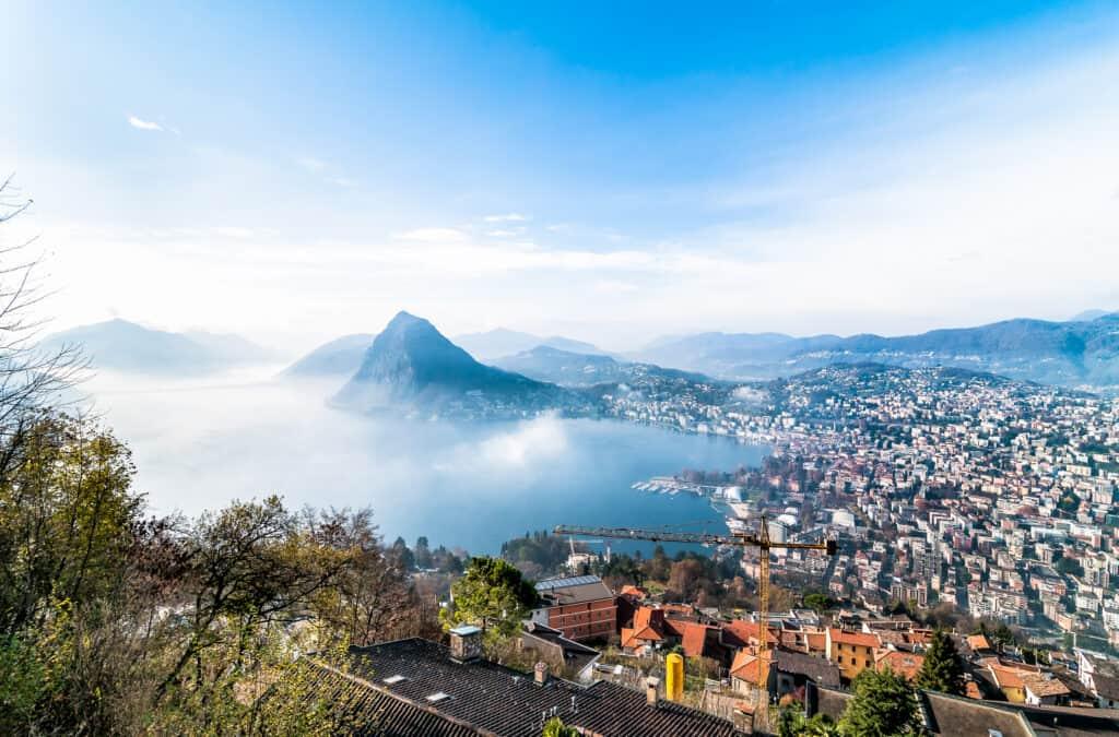Skyline van Lugano in Zwitserland