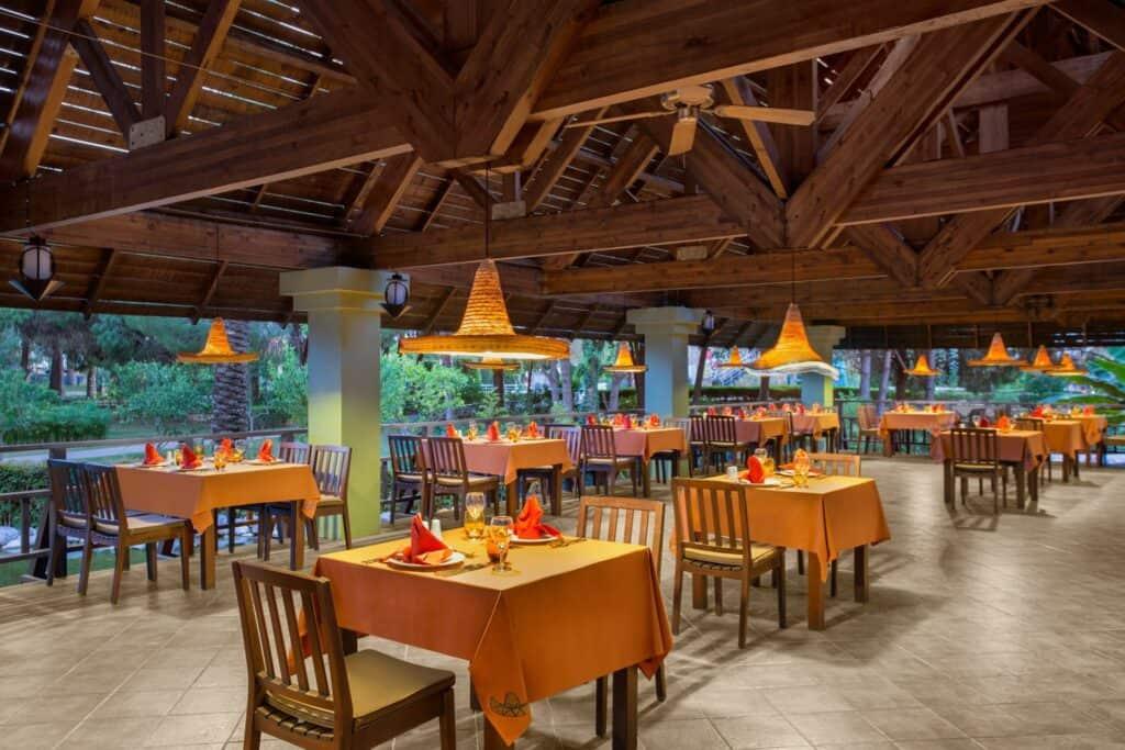 Restaurant van IC Hotels Green Palace in Lara Beach, Turkse Rivièra, Turkije