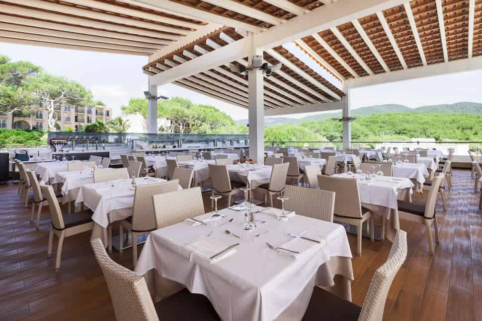 Restaurant van Invisa Figueral Resort in Playa de Figueral, Ibiza, Spanje