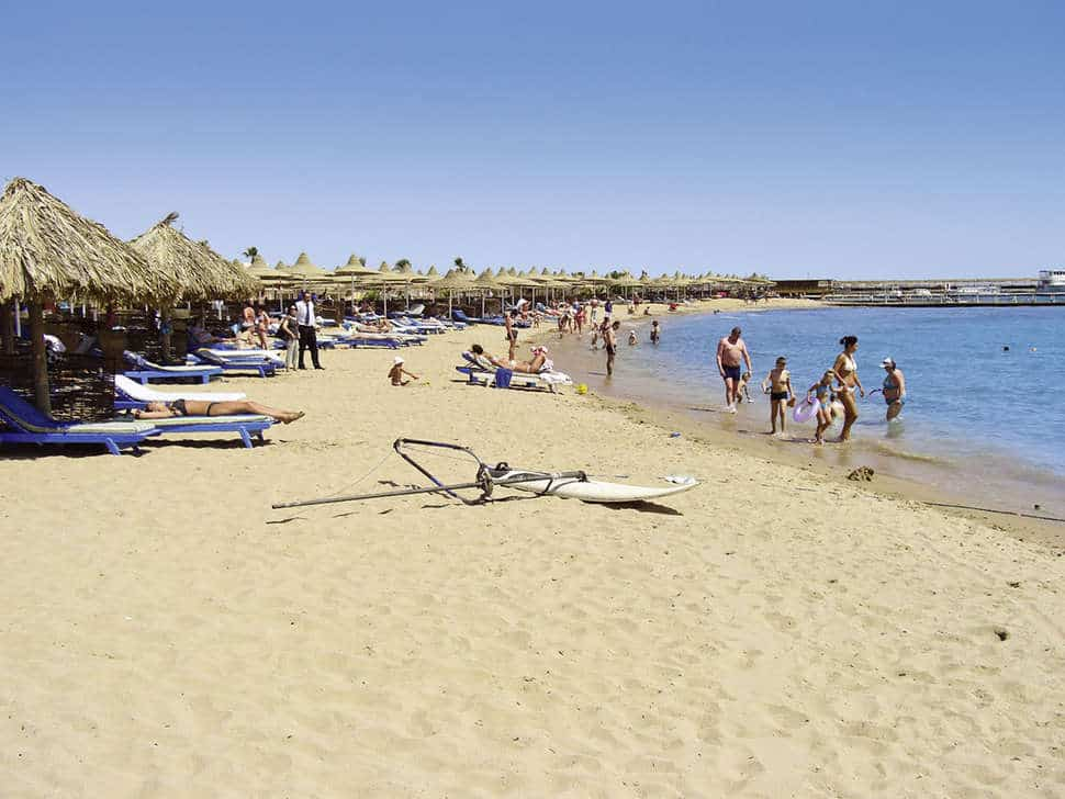 Strand van Aladdin Beach Resort in Hurghada, Rode Zee, Egypte