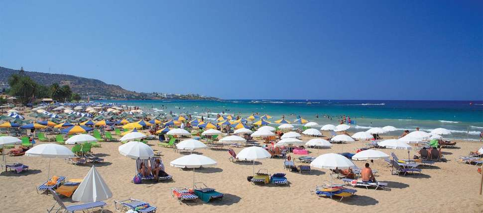 Strand bij Arlekin Tango in Malia, Kreta, Griekenland