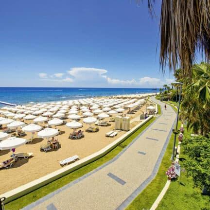Strand van Barut Hemera Resort & Spa in Side, Turkse Rivièra, Turkije
