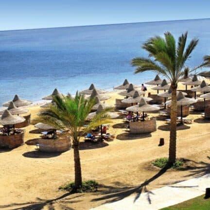 Strand bij Jaz Dar El Madina in Marsa Alam, Rode Zee, Egypte
