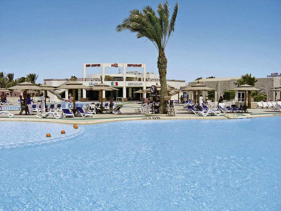 Zwembad van Aladdin Beach Resort in Hurghada, Rode Zee, Egypte