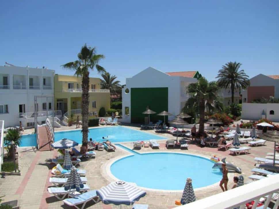 Zwembad van Aparthotel Valsami in Kremasti, Rhodos, Griekenland