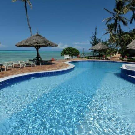 Zwembad van Reef & Beach Resort in Paje, Zanzibar, Tanzania