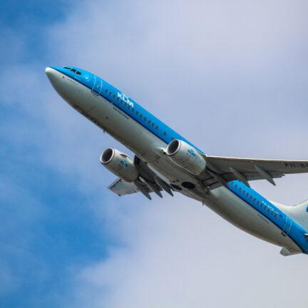 KLM vliegtuig stijgt op