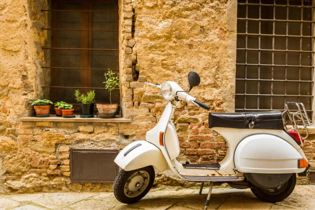 Vespa scooter in Italië