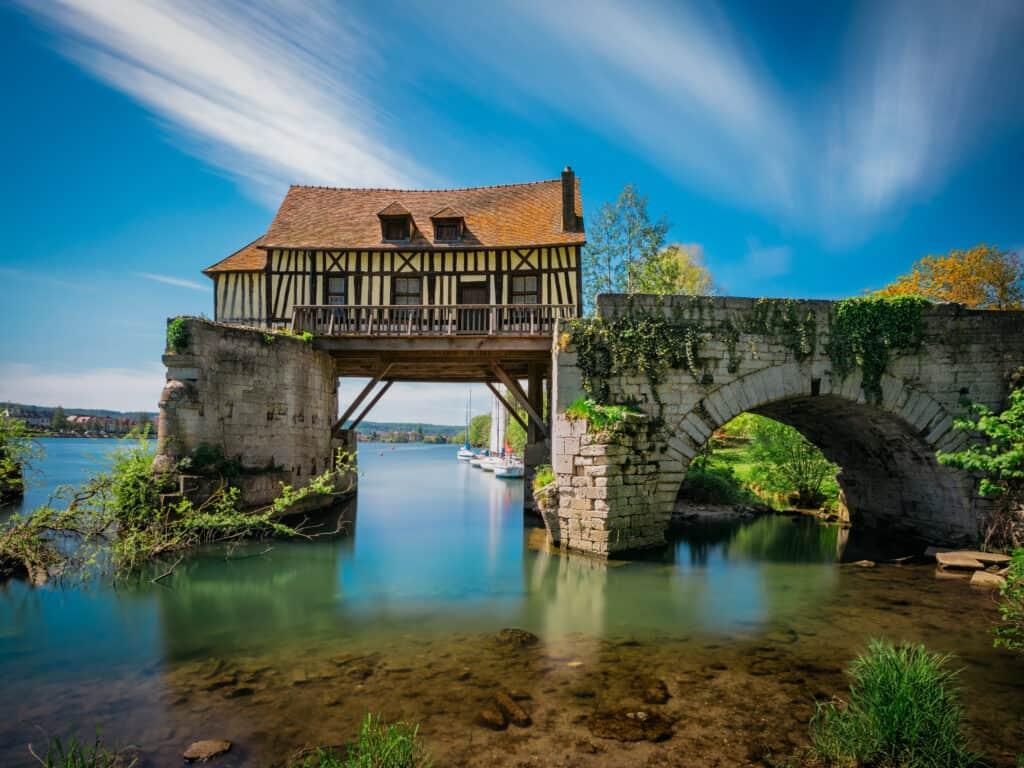 Huis met een brug over de Seine, Frankrijk