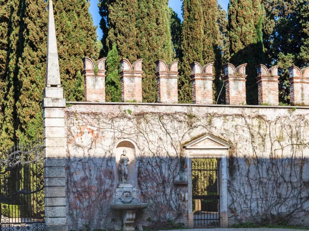 Buitenmuur van Giardino Giusti in Verona, Italië