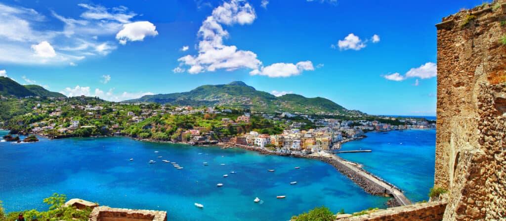 Uitzicht over Ischia in Italië