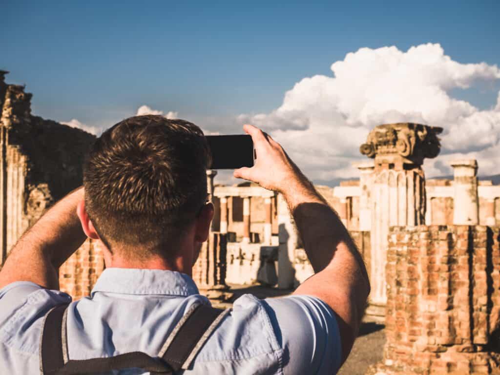 Man neemt foto in Italië