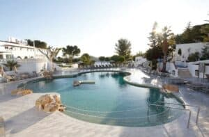 Portinatx Beach Club in Cala Portinatx, Ibiza, Spanje