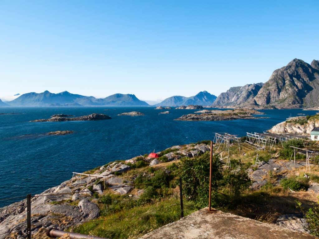 Uitzicht over de bergen en zee bij Honningsvåg