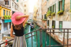 Vrouw in Venetië, Italië