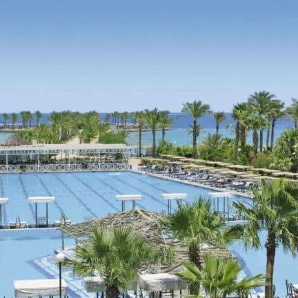 Zwembad van Arabia Azur Beach Resort in Hurghada, Rode Zee, Egypte