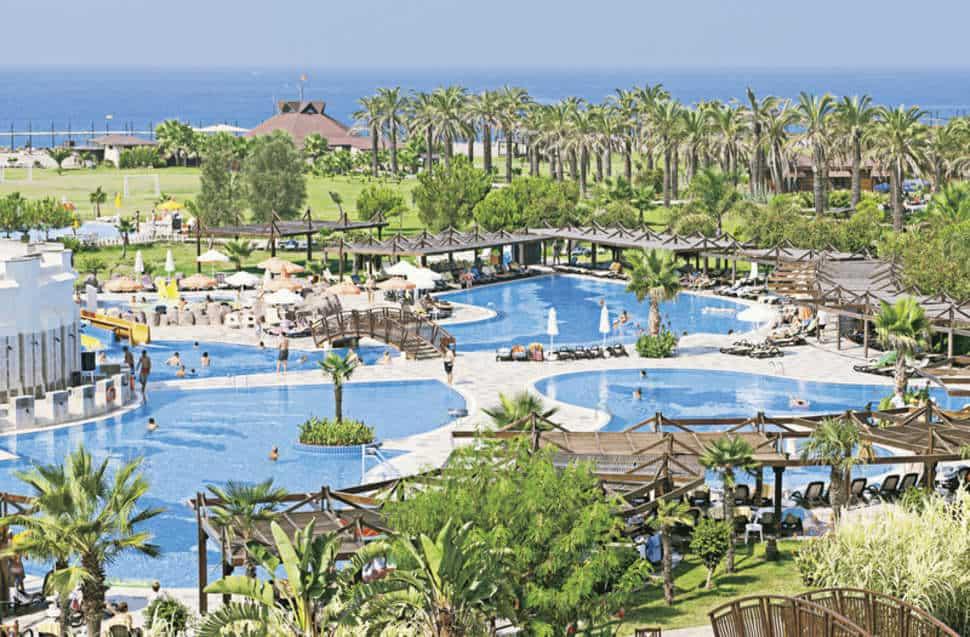 Zwembad van Club Calimera Serra Palace in Side, Turkse Rivièra, Turkije