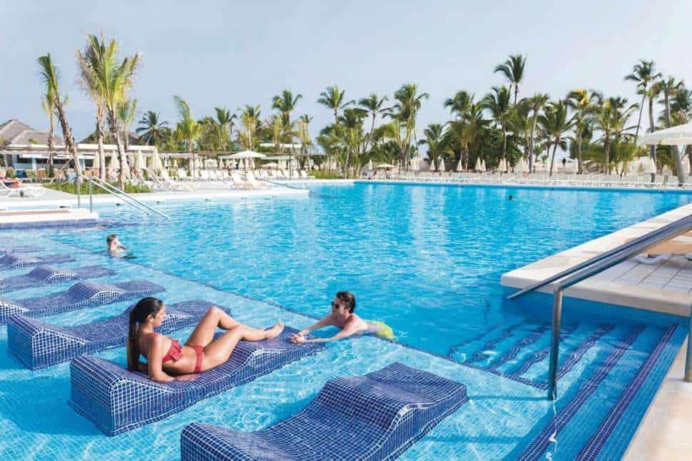 Zwembad van Riu Republica in Punta Cana, San Juan, Dominicaanse Republiek