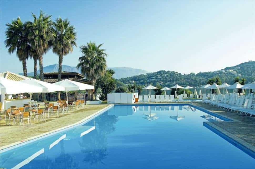 Zwembad van Louis Corcyra Beach in Gouvia, Corfu, Griekenland