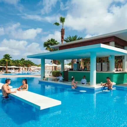 Zwembad van Riu Palace Cabo Verde in Santa Maria, Sal, Kaapverdië