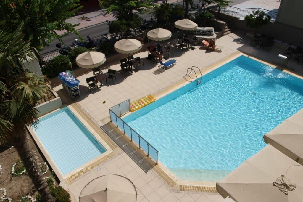 Zwembad van Saint Constantin in Kos-Stad, Kos, Griekenland